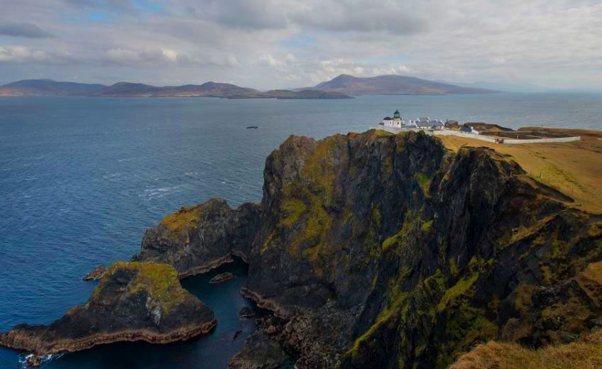 clare-island-lighthouse2-ireland-hhe