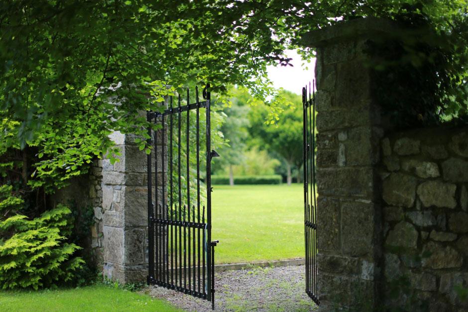 Barberstown-Castle-Ireland-garden-Historichotelsofeurope
