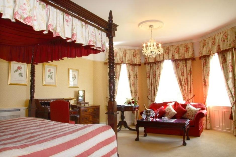 Barberstown-Castle-Ireland-room-Historichotelsofeurope