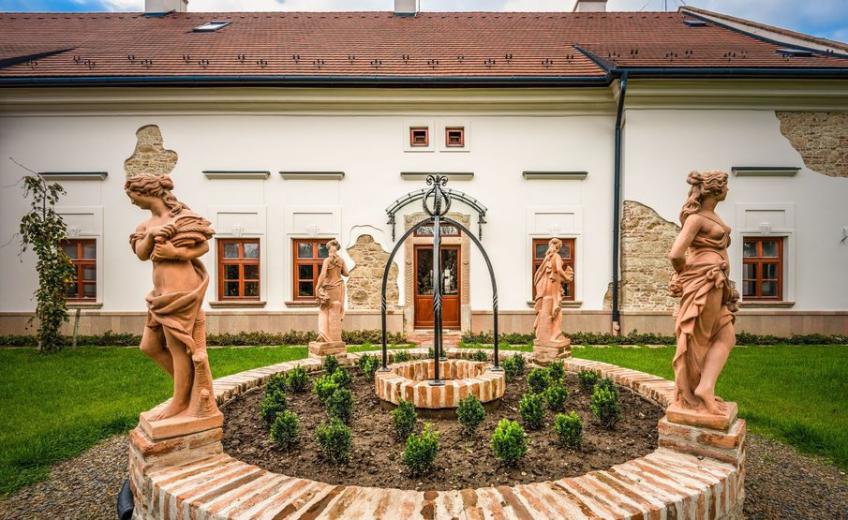 Hotel Vecsecity, Hungary I Historic Hotels of Europe