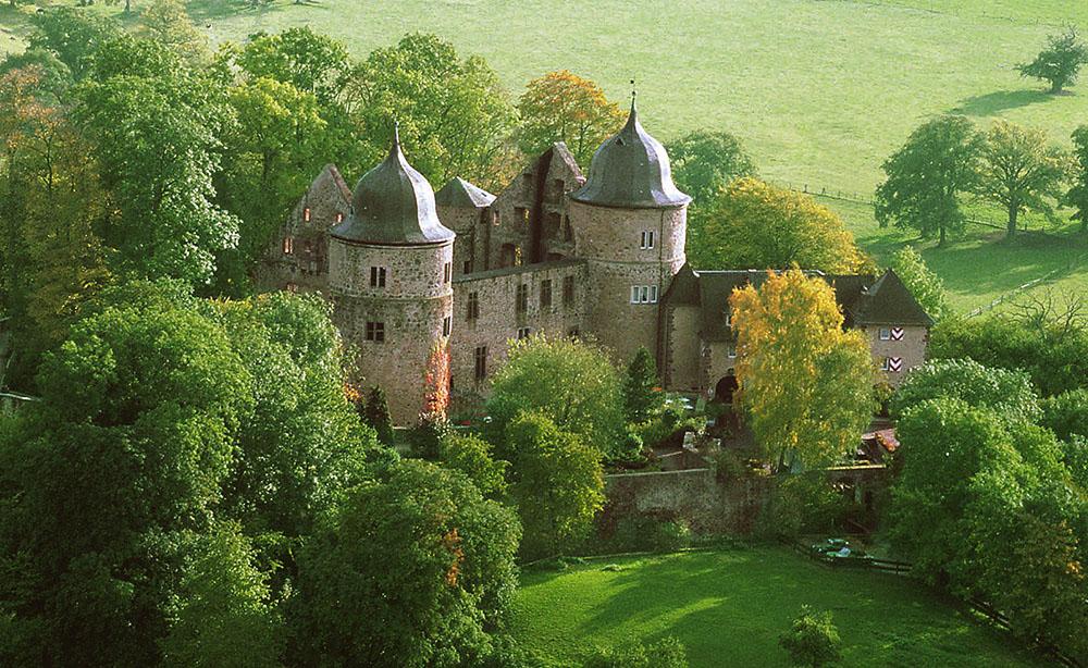 HHE_Dornroeschenschloss Sababurg_Ansicht Gesamt Spaet-Sommer mittel