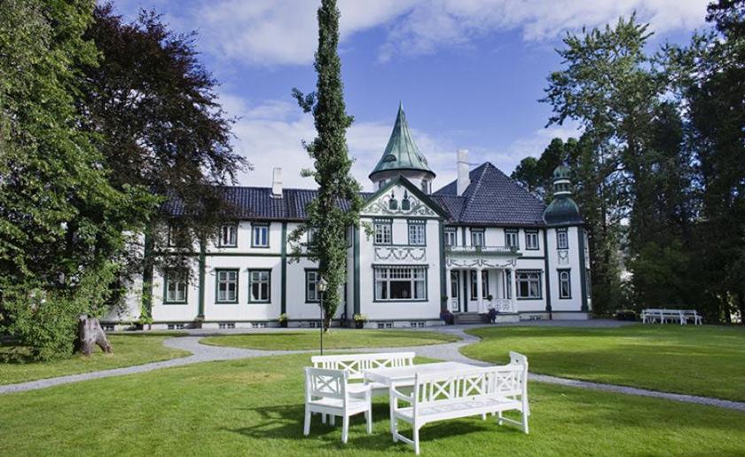 Bårdshaug-Herregård-wedding-Norway
