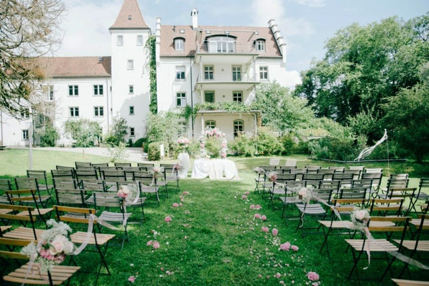 Eight-reasons-to-have-a-castle-wedding-in-Europe.