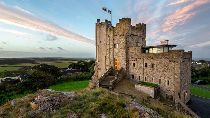 Roch-Castle,-Pembrokeshire