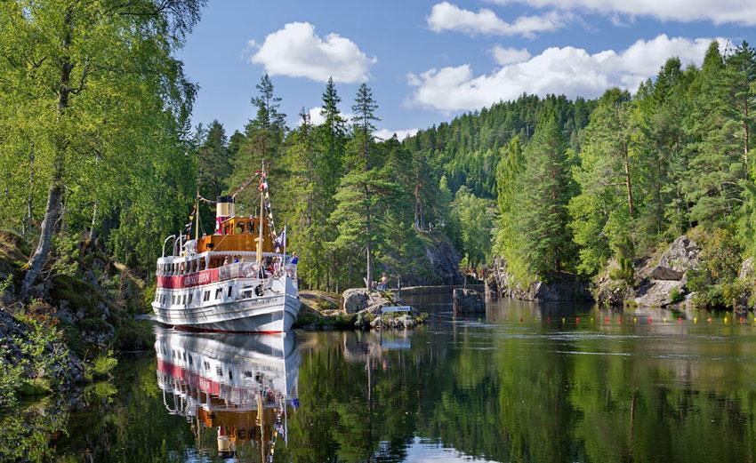 MS-Henrik-Ibsen-i-kanalen-Norway